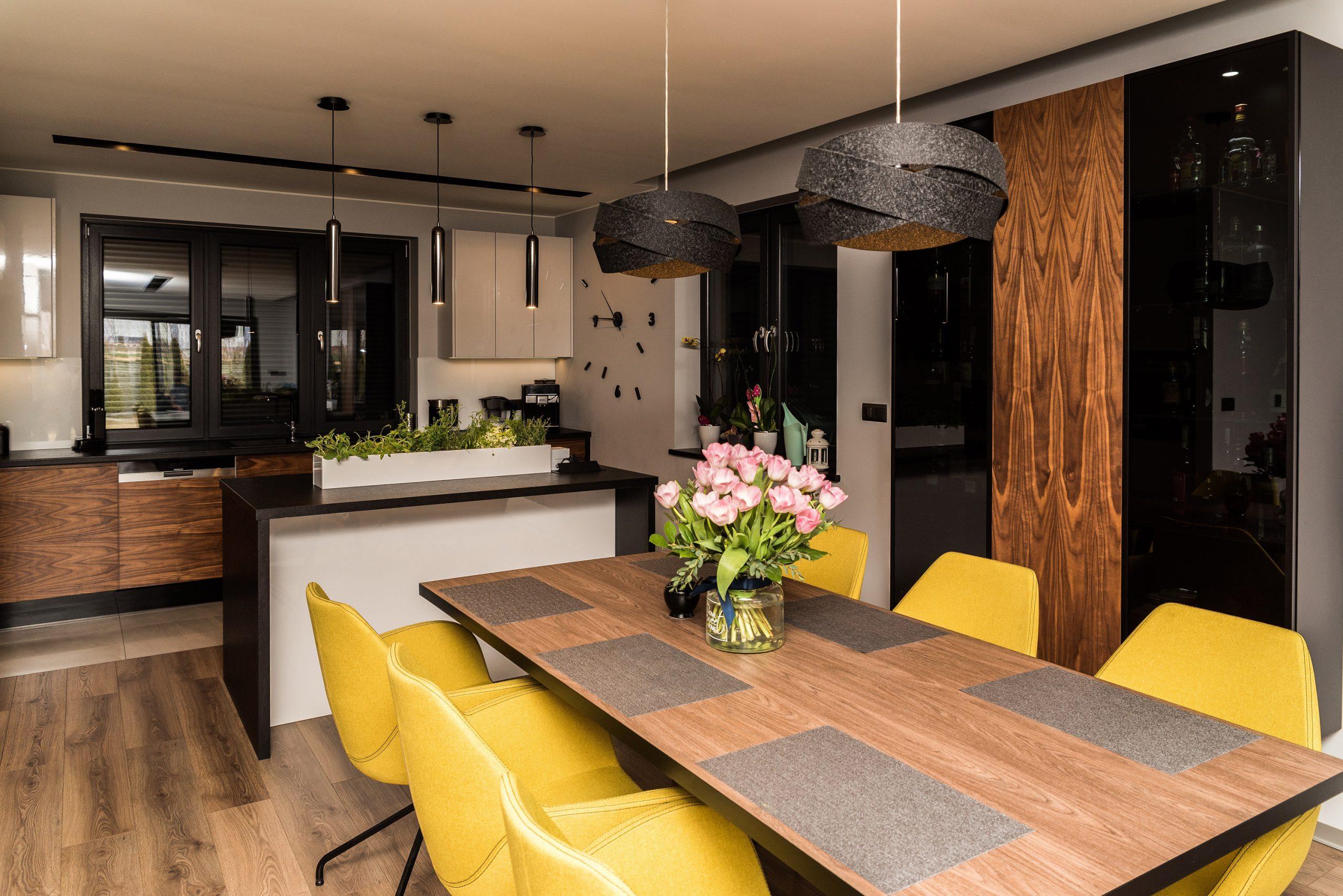 eleganckie i wygodne wnętrza jadalnia w drewnie
