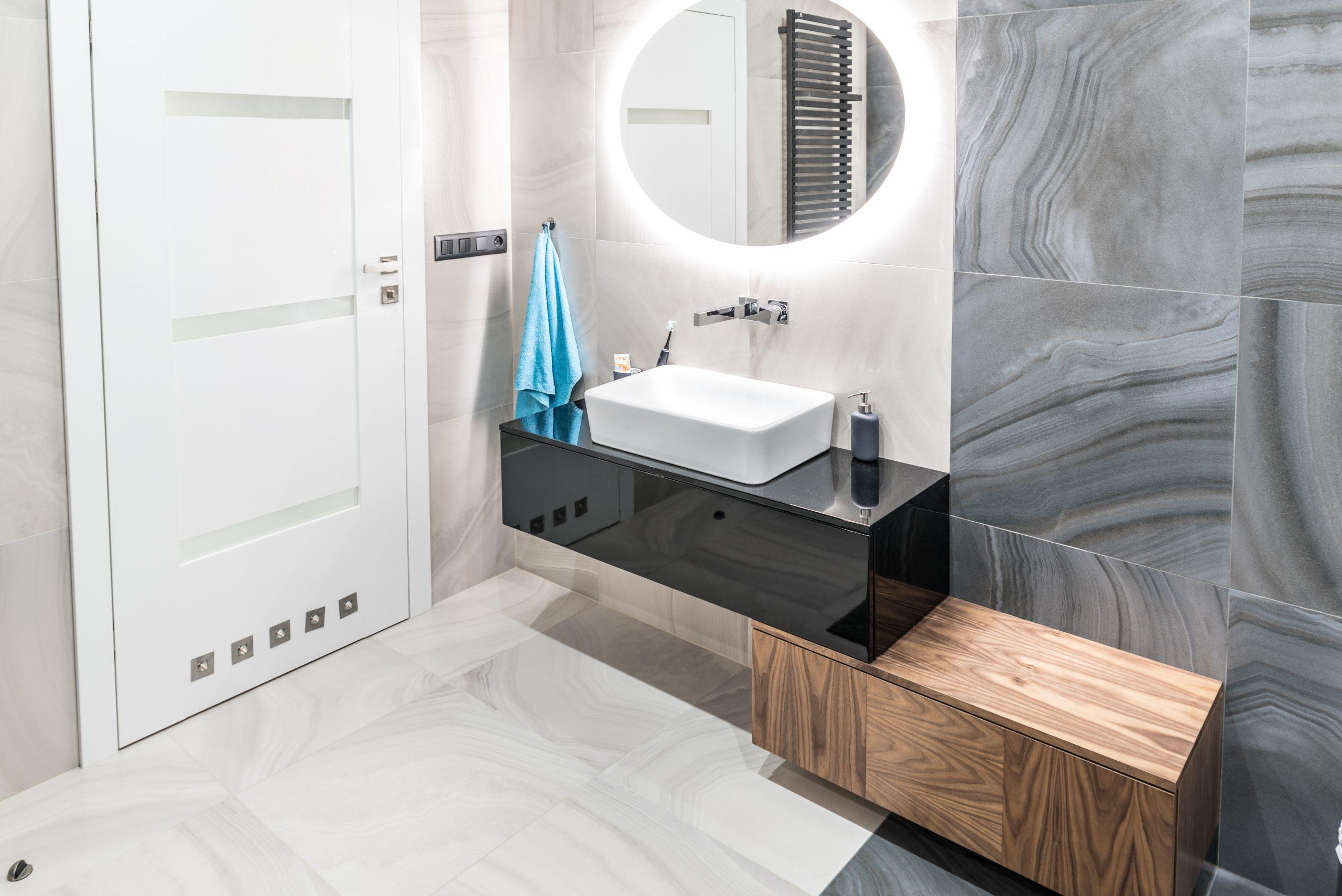 łazienka biała i szara