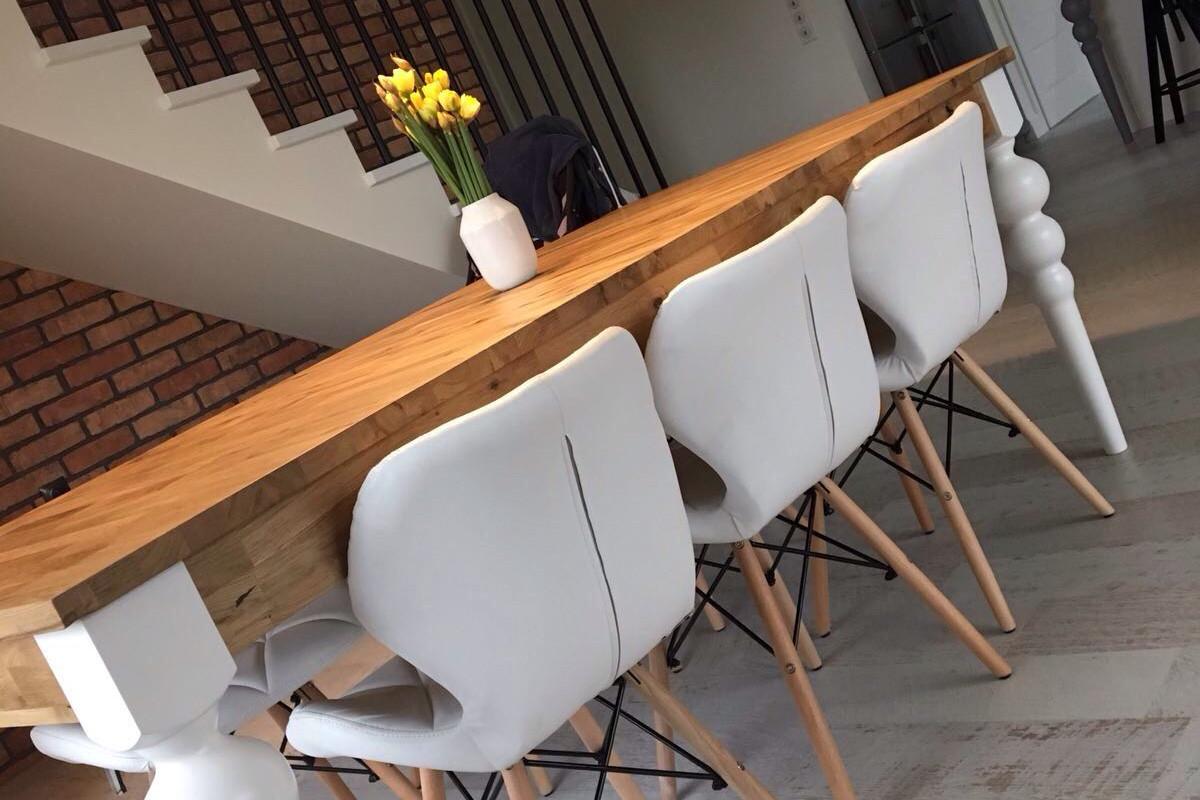 jadalnia białe krzesła