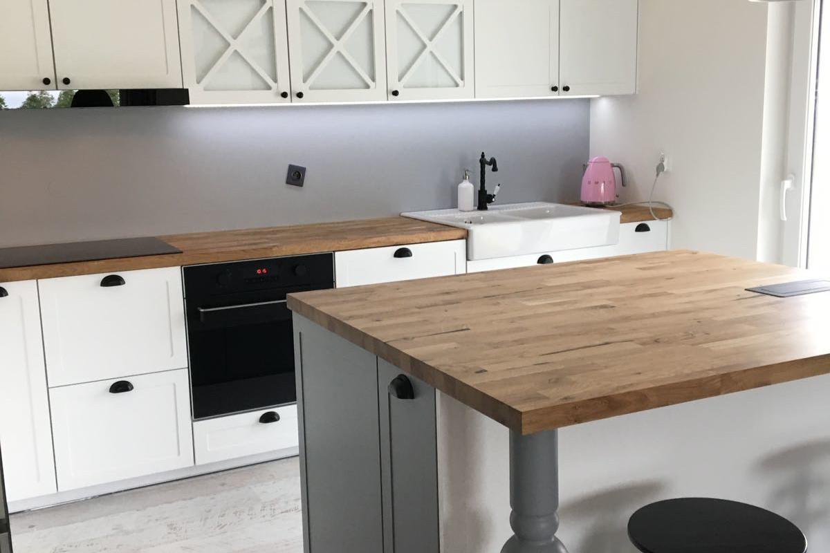 kuchnia biel drewniane blaty