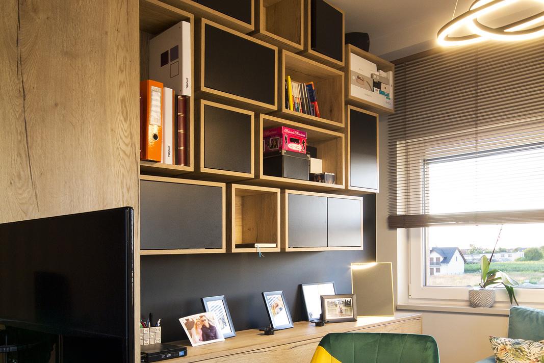 półki na wymiar do biura i pokoju do pracy